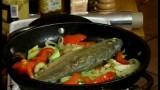 Жареная форель с имбирём и овощами