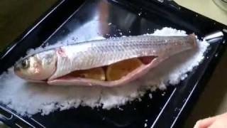 Кефаль, запеченная в соли