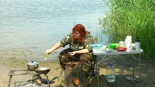 Рыбный кулеш из окуня с копченым салом
