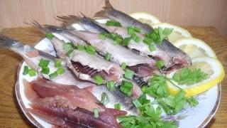 Маринованная салака, селедка, скумбрия, тюлька