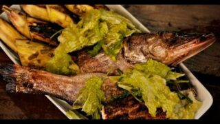 Щука с салатом из савойской капусты